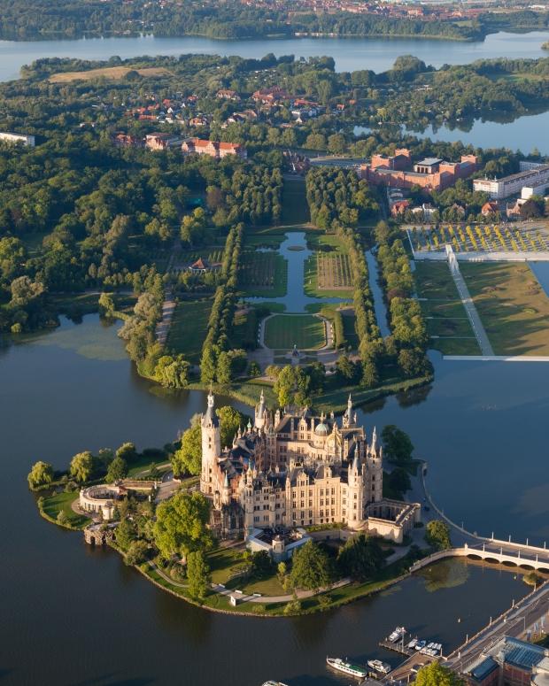 schwerin-castle-mecklenburg-vorpommer