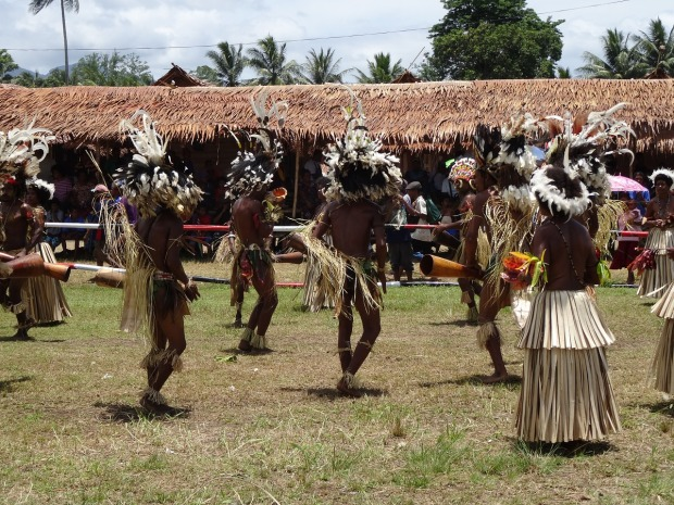 dancing-warriors-in-papua-new-guinea
