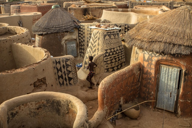 gurunsi-tribe-houses-in-tiebele