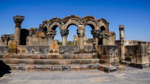 ruins-of-zvartnots-temple-armenia