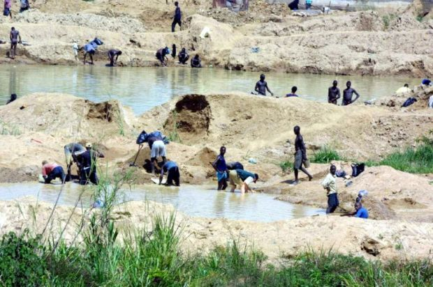 diamond-workers-in-sierra-leone