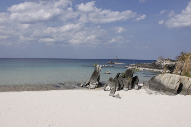 lake-niassa-mozambique